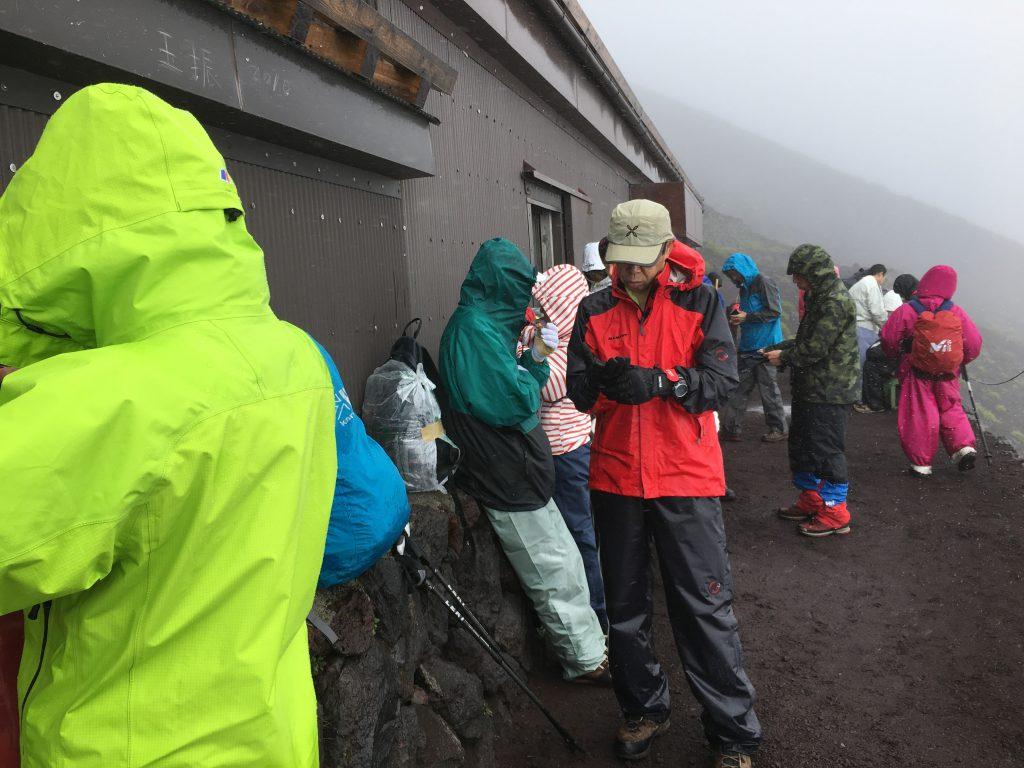 富士山5合目-雨